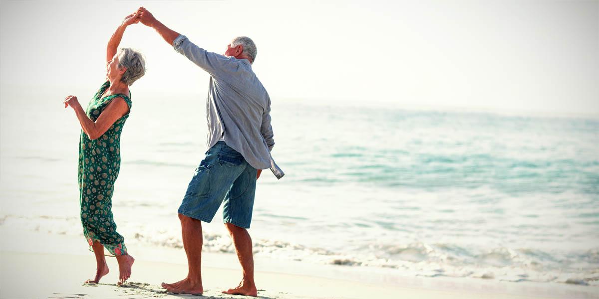starsza-para-morze-zadba-o-zdrowie